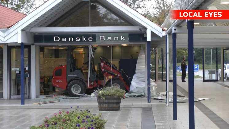 Røverne fik en pengeautomat med, som blev fundet i en varevogn i nærheden
