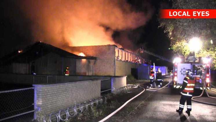 Brandfolk kæmper mod flammerne