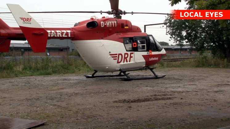 En helikopter stod klar til at flyve den unge mand ind på hospitalet