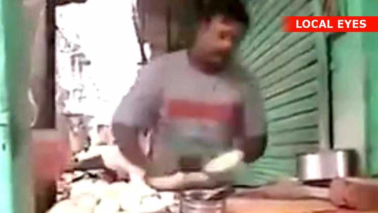 Denne mand laver sine brød i en fart