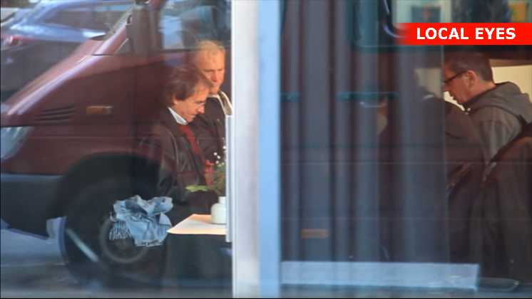 Sødsuppe-musikeren, Chris de Burgh lader sin bodyguard tæske en fotograf