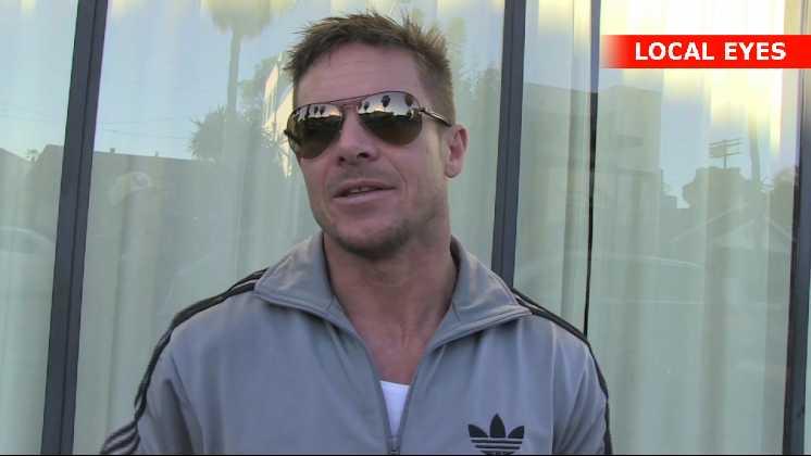 Felix Baumgartner er født den 20. april 1969 i Salzburg. Han lærte at springe med faldskærm i militæret i Østrig.