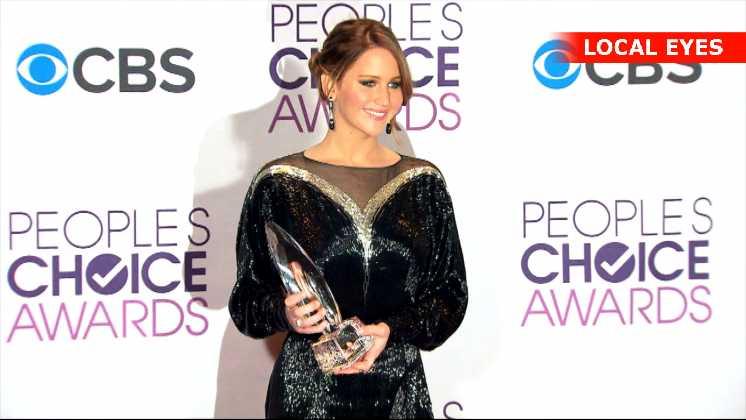 Jennifer Lawrence vandt prisen som bedste kvindelige skuespiller over Anne Hathaway, Emma Stone, Mila Kunis og Scarlett Johansson