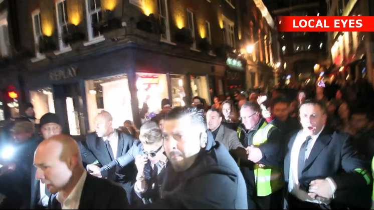 Her forlader Justin Bieber natklubben efter et besøg på 15 minutter
