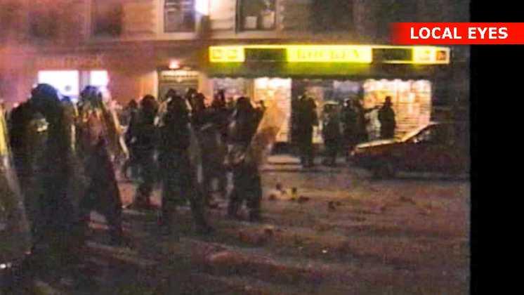 Anden gang betjentene skyder mod demonstranterne